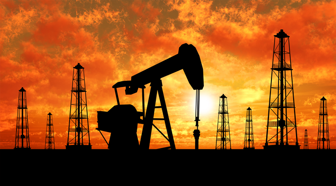 Oil falls as investors cut bullish bets on worries over US output