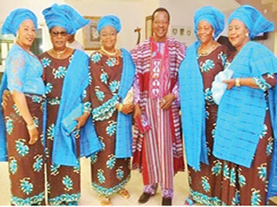 Music legend, King Sunny Ade, stirs social media with photo of five wives