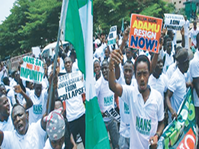 Strike: Checkmating port workers' threat