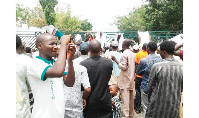 Gunshots, tension in Kaduna as police disperse protesting Shi'ites