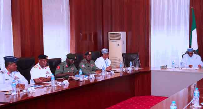 BREAKING: Buhari Holds Security Meeting With Service Chiefs