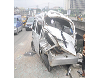 One dies as truck crushes commercial bus