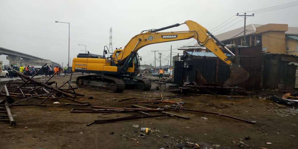 Lagos begins clearing of Badagry Expressway, dislodges traders