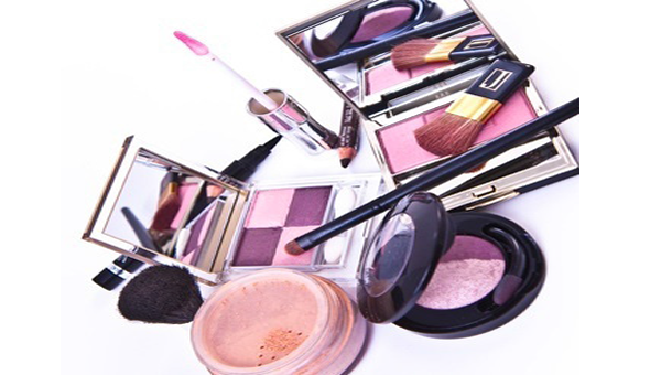 Why you must remove makeup before bedtime
