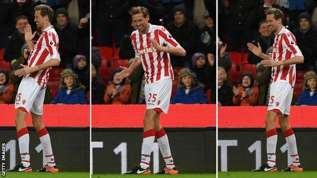 Ex-England star, Crouch, finally hangs up boots
