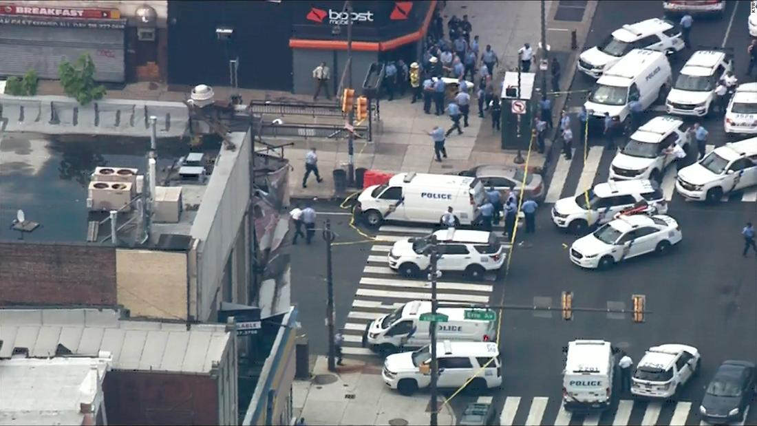5 police officers shot in US