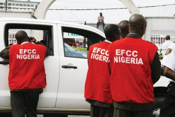 EFCC arrests 29 suspected cyber criminals in Ibadan