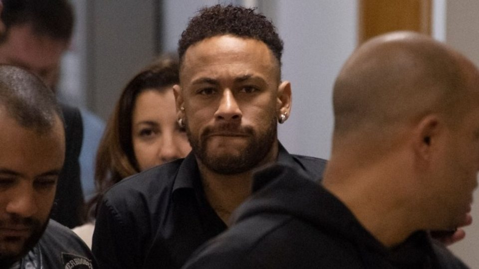 Report: Barca offer €100m, two players for Neymar