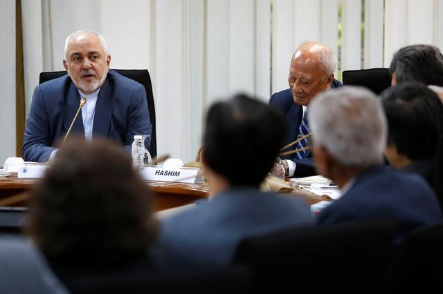 Iran's FM threatens 'all-out war' in case of military strike on country