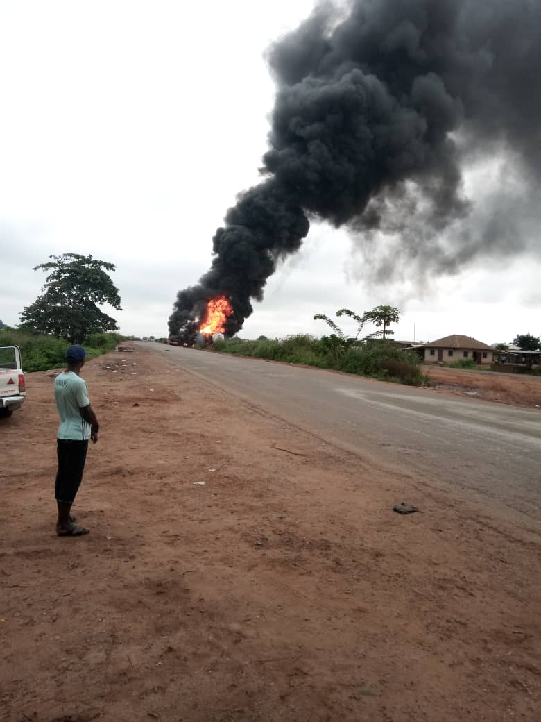 Parked tanker catches fire along Lagos-Ibadan Expressway