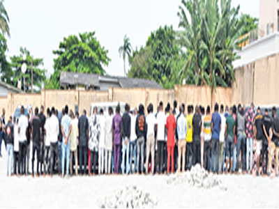 EFCC arrests 94 'yahoo' boys at Osogbo party