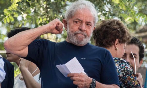 Brazil: Ex-President Lula walks free from jail