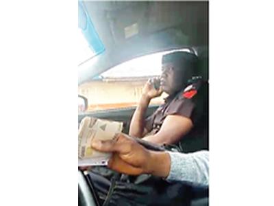 Camera nails policeman collecting N15,000 bribe