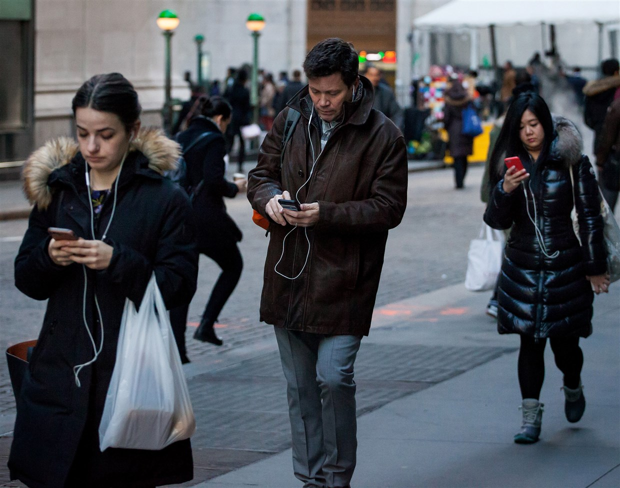 Cellphone-related head and neck injuries on the rise, study says