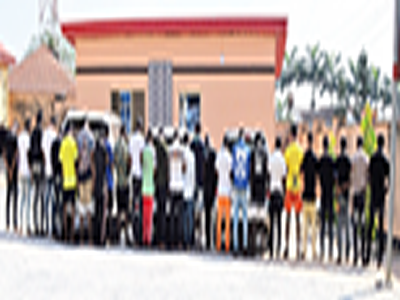EFCC storms Yahoo Boys' den, arrests kingpin, 26 others in Lagos